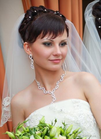 свадебные прически с фатой фотографии 2011 с прямой челкой